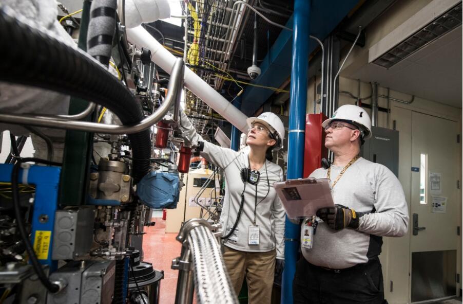 Industrial technicians and mechanics